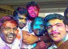 Ingenjörstudenter i Kerala firar Holi. Foto från Wikipedia