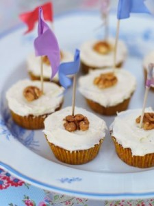 Morotscupcakes med valnötter