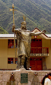 Staty av Pachucatec i Aguas Calientes, Peru. Foto från Wikipedia