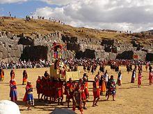 Solfesten firas i Sacsayhuaman, Cuzco Foto från Wikipedia
