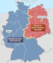 Västtyskland är blått och Östtyskland rött