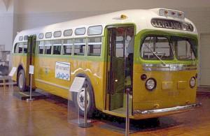 "Buss nummer 2587 som Rosa Parks åkte med innan hon blev arresterad kan nu ses på ""the Henry Ford Museum"" i Dearborn i Michigan. Foto: Wikipedia"
