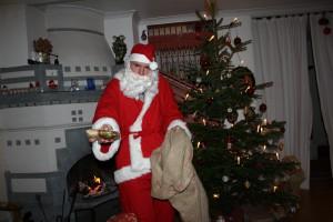 Jultomte på hembesök Foto: Caroline Maino