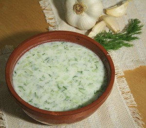 Bulgarisk yoghurtsoppa Tarator. Foto: Ikonact