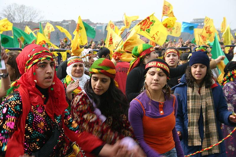 Newrozfirande kurder i Istanbul. Foto: Bertil Videt
