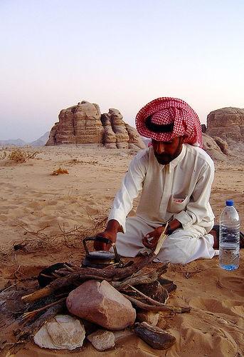 En ung beduin. Nästan 40 procent av jordanierna är beduiner. Foto: Nick Fraser