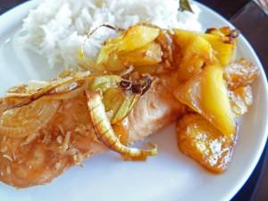 Kyckling med ananas och kokos. Foto: Awalde