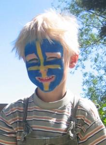 Ansiktsmålning är populärt på Sveriges nationaldag. Foto: Caroline Maino