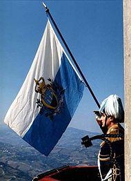 190px-San_marino_flagge