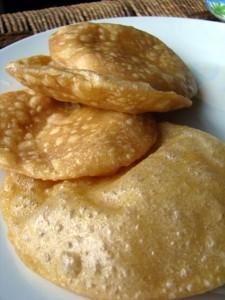Luchi - bengaliskt bröd Foto: Kirti Poddar