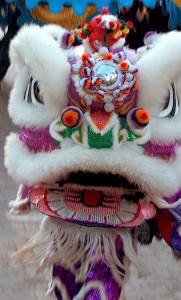 Nian-monstret som lejondansare. Foto: Dr Haggis