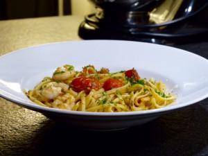 Pasta mer vitlöksfrästa tigerräkor, tomater och chili Foto: Tildas blogg
