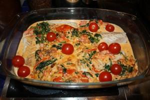 Torsk med tomat-baconsås och ansjovis Foto: Caroline Maino