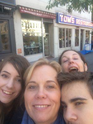 Hedda, Annika och Edvin i förgrunds, Florence bakom Foto: Selfie