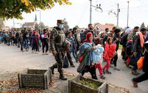 Syriska flyktingar i Slovenien, oktober 2015. Foto: Robert Cotič