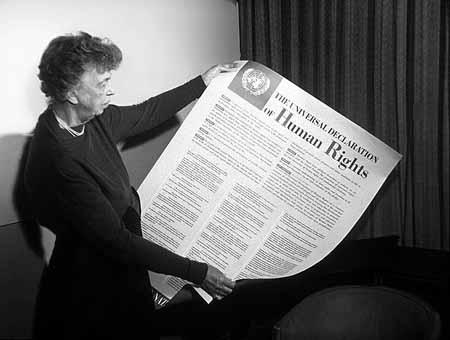 Eleanor Roosevelt med deklarationen för mänskliga rättigheter