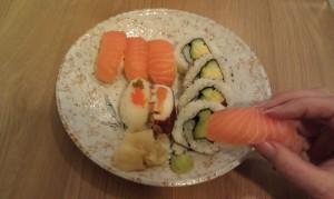 Sushi kan gott ätas med fingrarna! Foto: Caroline Maino