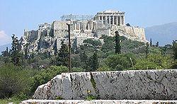 Pnyx i Aten där de första demokratiska folkförsamlingarna hölls för 2500 år sedan. Foto från Wikipedia