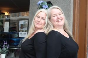 Nik och Nilla Märak utanför Kafé Klavér Foto: Lena Ahlström