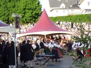 Musik och dans igång Foto: Ulla Tornvall