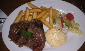 Steak frites Foto: Caroline Maino