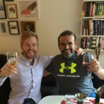 Gustav och Ricardo äter middag med varandra