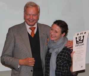 """Johanna Westman tog emot priser för två produktioner, kokboken """"Semester: från försommarfest till kräftskiva och ett spel för barn, """"Kakjakten: spelet för dig med baktankar Foto: Lena Ahlström"""