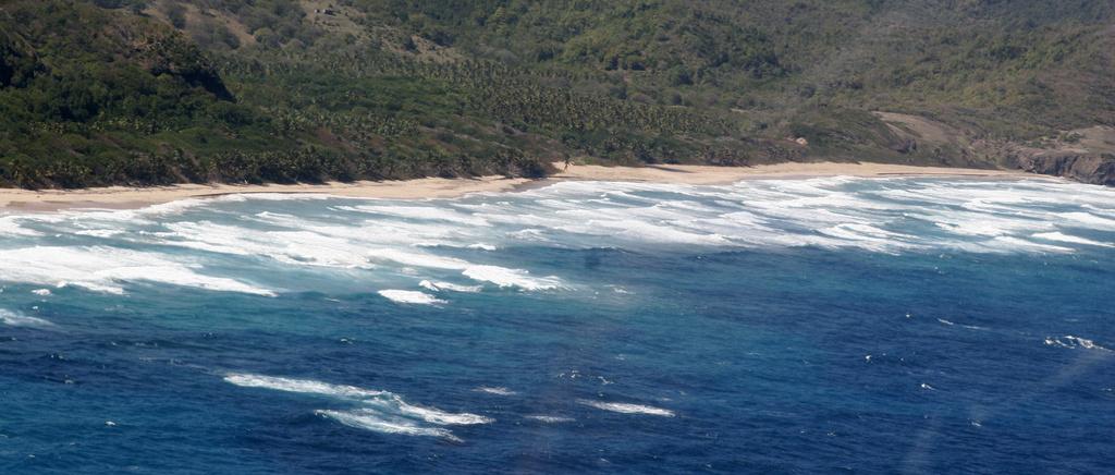 Strand vid Saint Lucias Atlantkust. Saint Lucia har nationaldag 22 februari. Foto: Amertner