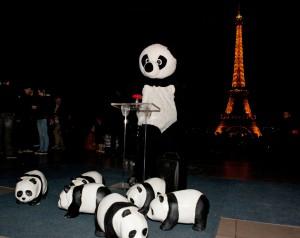 Eiffeltornet i Paris just innan det släcktes vid Earth Hour 2014. Foto: Nina Munn WWF