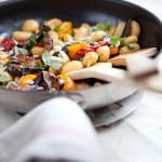 Stekt gnocchi med frästa medelhavsgrönsaker Foto: Ecoviva