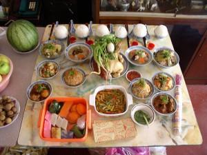 Mat offras för de dödas själar under Ullambana Foto:Sampuna