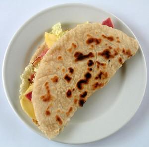 Piadina med skinka och ost. Foto: Kobako
