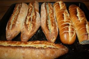 Varm baguette med vitlökssmör. Foto: Caroline Maino
