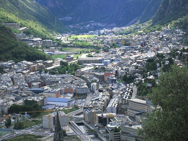 Huvudstaden Andorra la Vella och en bit av Escaldes-Engordany Foto: Gertjan R.